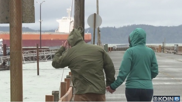 Oil sheen spans 5 miles on Columbia River by Astoria