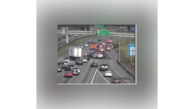 3 injured in crash on NB I-205 near Foster Rd