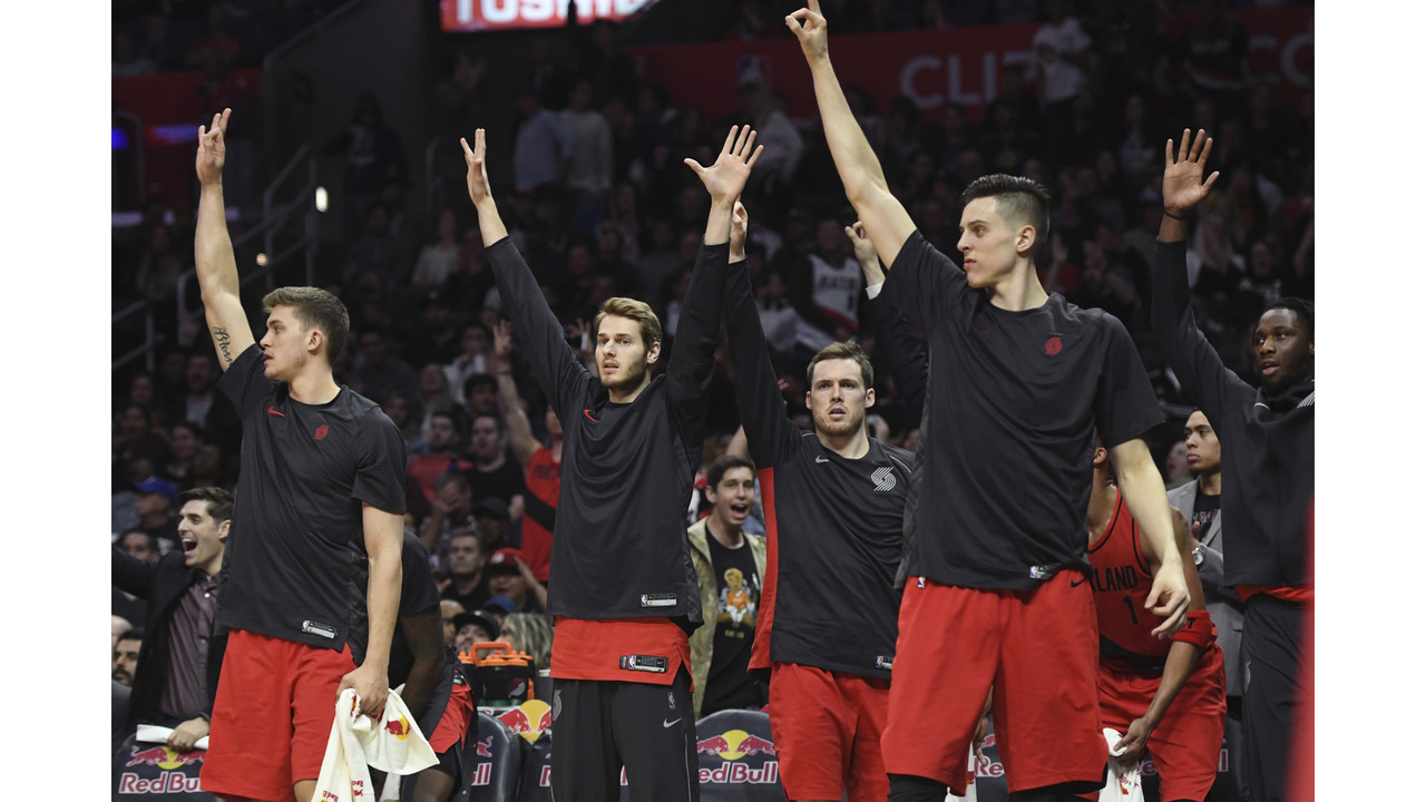 Trail Blazers win 13th straight, beat Clippers