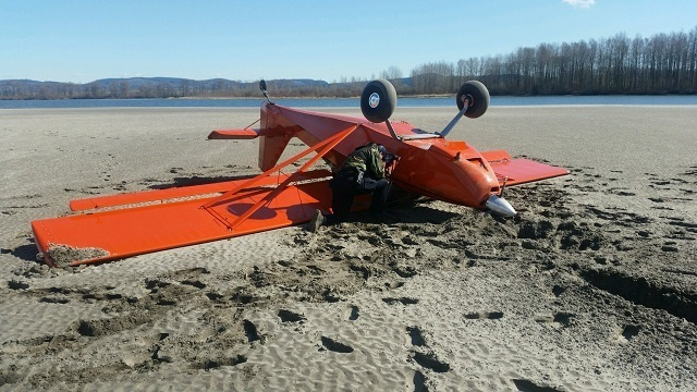 Plane crashes into Clatskanie River; pilot rescued