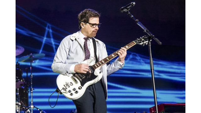 Weezer to perform at Moda Center in April