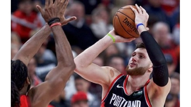 Rockets Trail Blazers Basketball_1546753618161