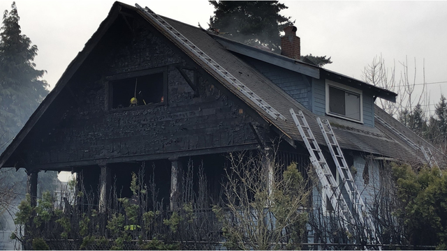 Two escape damaging house fire in North Portland