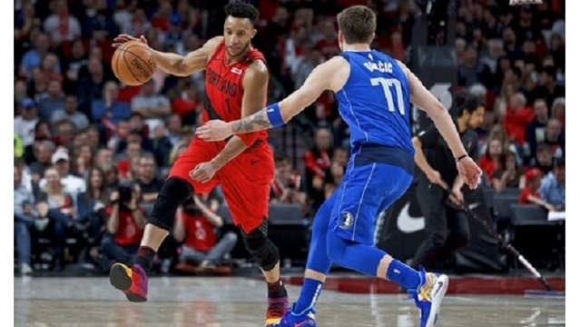 Mavericks Trail Blazers Basketball_1553146049991