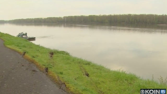 Driver falls asleep, ends up in Columbia River